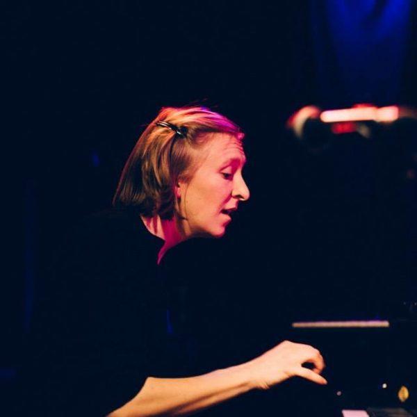 Dialog zwischen einem Klavier und einer Ordensfrau